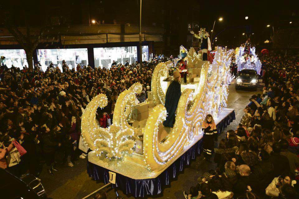 Carrozas De Reyes Magos Fotos.Los Reyes Magos Llegan A Fuenlabrada Soyde