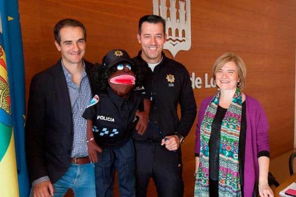Un policía local de Logroño prepara con la ayuda de VOX una charla LGTBfóbica