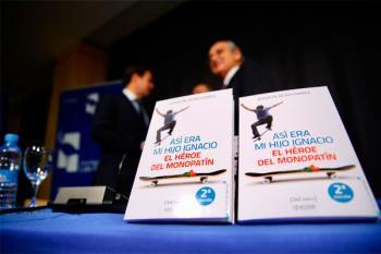 La biblioteca ha acogido la presentación del volumen escrito por el padre de Ignacio Echeverría
