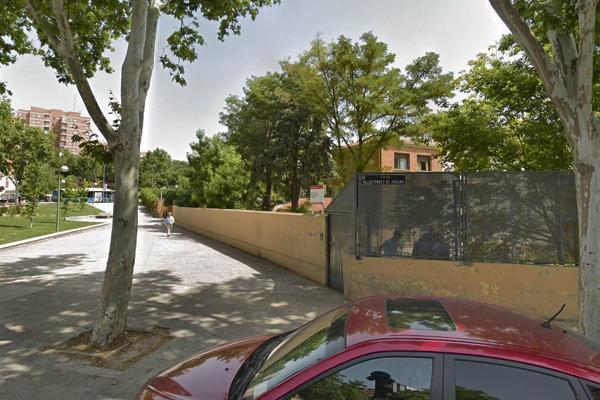 La Comunidad de Madrid debe decidir si traslada a 40 jóvenes del centro de acogida de Hortaleza a Somosierra, pese a la negativa del alcalde