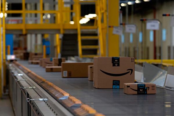 Los puestos para trabajar en Amazon son de mozo/a de almacén, con experiencia previa