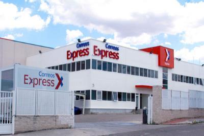 Lee toda la noticia 'El nuevo centro de Correos Express en Getafe crea 120 empleos y procesa 12.000 paquetes por hora'