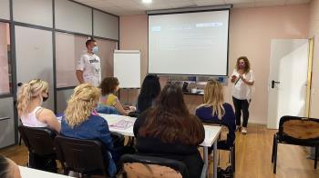 El curso se puso en marcha en octubre de 2020, y se ha desarrollado en diversas fases a través de un itinerario integra donde se han trabajado aspectos personales y profesionales