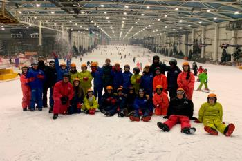 El Ayuntamiento de Arroyomolinos, Madrid Snow Zone y FunBox Snowboard Club han colaborado en una iniciativa de ocio inclusivo
