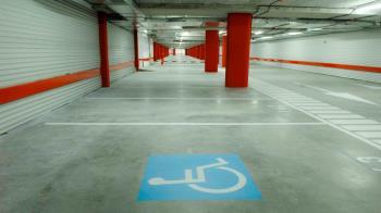 El municipio apuesta por aplicaciones para mejorar el aparcamiento de las personas con movilidad reducida