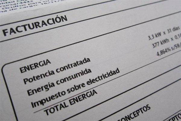 El Ayuntamiento ha impulsado nuevas subvenciones para pagar los recibos de luz y agua