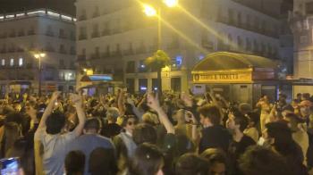 Los jóvenes abarrotaron las calles de la capital tras la media noche