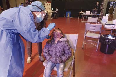 Lee toda la noticia '54 positivos en Covid-19 en los test de antígenos'