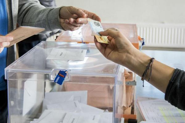 56 jóvenes votan por primera vez este 10N