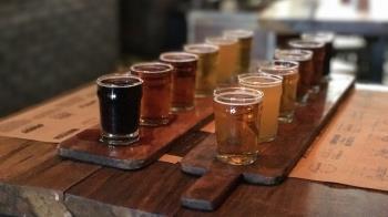 Román Jove realizó un encuentro en la fabrica de Alcobendas de Cervecera Península al que acudieron 27 cerveceras artesanas