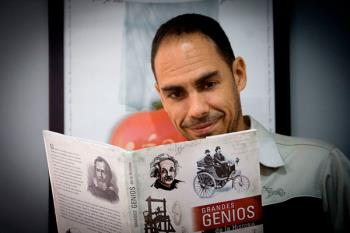 Hablamos con el escritor de 'Grandes genios de la historia', un libro que repasa los personajes más influyentes