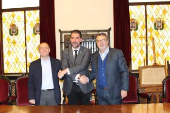 El Consistorio alcalaíno ha firmado un convenio con representantes de Ceetrus para llevar a cabo la tarea