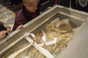 Ayer, las reliquias del Santo se expusieron en la Magistral, se recogieron alimentos, se repartieron panecillos, se entrego la beca y se sacó su Imagen en procesión