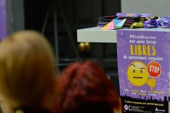 El 'Punto Violeta' precisa voluntarios para atender, prevenir y difundir la campaña