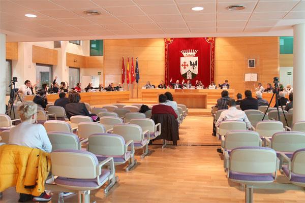 En la sesión plenaria de enero, el Ayuntamiento también reclama más inversiones para mejorar el Cercanías