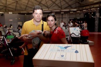 Más de seiscientas familias han recibido la caja con productos para el bebé como parte de la iniciativa AlcoBEBÉ