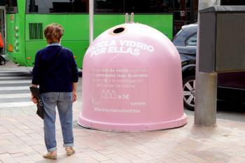 Ecovidrio donará un euro por cada kilo de vidrio recogido en estos dos contenedores rosas