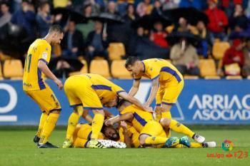 El conjunto alfarero consiguió la salvación al vencer al Reus en el último encuentro de Julio Velázquez en el banquillo