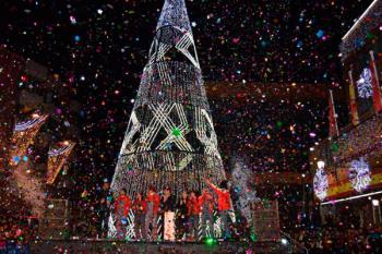 La ciudad se concierte en Alcorcolandia en el inicio de la navidad con la actuación de Cantajuegos