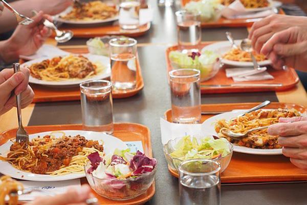 Alrededor de 200 menores participan en el Comedor Escolar de Verano