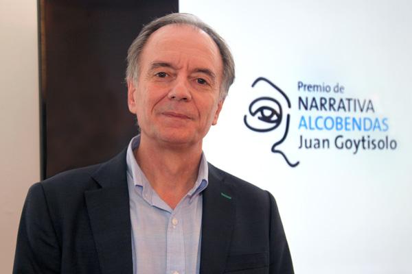 El jurado ha premiado, por unanimidad, su novela 'Sur' con 20.000 euros y la publicación del libro por la editorial Galaxia Gutenberg