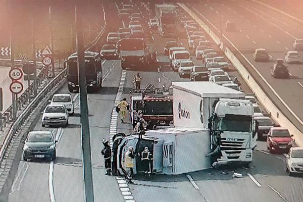 Dos camiones chocan a la altura del kilómetro 38
