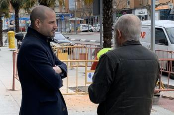 El alcalde ha visitado las obras del paso de cebra de la avenida de los Reyes Católicos