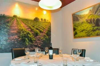 La exposición del artista David Pasamontes se encuentra en el restaurante Don José