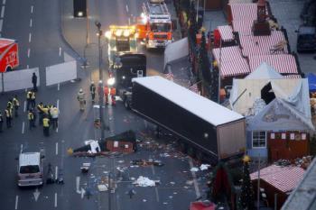 Poco después del brutal atropello, la Policía detuvo a cierta distancia del lugar al sospechoso de ser el conductor del vehículo
