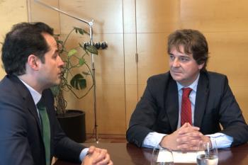 Javier Ayala atiende a los medios tras la reunión con Ignacio Aguado
