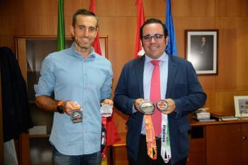 El deportista boadillense fue recibido por el alcalde, Javier Úbeda