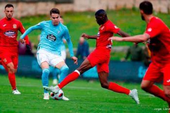 """Un gol tempranero de los  gallegos impide al """"Fuenla"""" mantenerse lider"""
