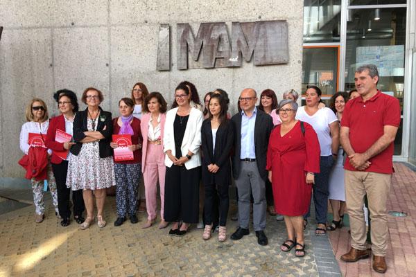 La vicepresidenta del Gobierno ha visitado el centro de Igualdad como muestra de apoyo a la labor realizada
