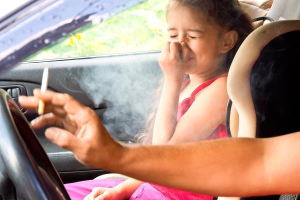 Un nuevo estudio alerta de que los niños que están expuestos asiduamente al humo del tabaco, presentan una mayor gravedad de las crisis de asma