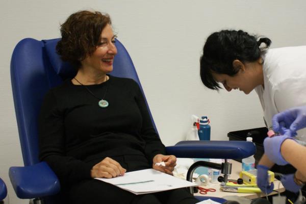 Cati Rodríguez participa en la campaña de donación de sangre