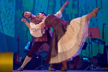 El espectáculo familiar se asienta en el Teatro Salón Cervantes este 24 de febrero para llenarlo de música, danza y diversión