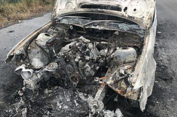 Un antiguo concesionario de coches se encuentra actualmente en ruinas y con los vehículos completamente calcinados