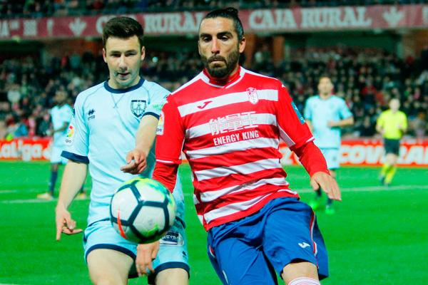 El defensa andaluz llega libre tras jugar en el Rubin Kazásn ruso