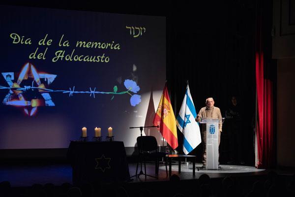 Cientos de jóvenes majariegos acuden al homenaje del superviviente de Auschwitz, Jacobo Drachmann