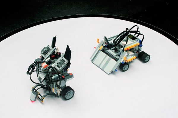 2.000 alumnos participan en la multitudinaria competición de robots en Fuenlabrada