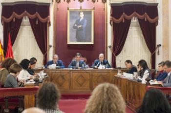 El debate pasa de las tensión a la guasa en las más de 6 horas que ha durado la sesión