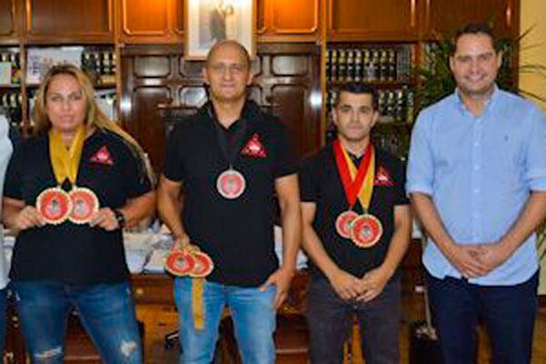 La campeona del Mundo de Kajukenbo, Cristina Álvarez recibida por el Alcalde de Torrejón de Ardoz