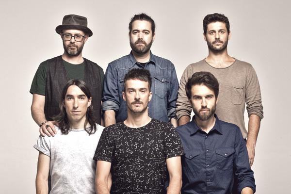 Hablamos con Guille Galván, guitarra y compositor de los aclamados Vetusta Morla, que cerrarán su gira 'Mismo sitio, distinto lugar' el 28 de diciembre en el WiZink Center de Madrid