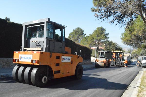 La concejalía de Obras Públicas ha invertido más de 437.000 euros para el asfaltamiento de las calles