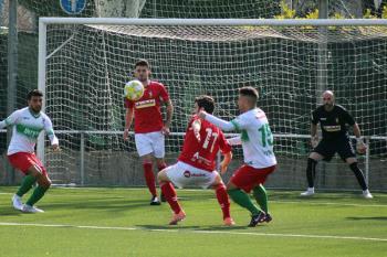 La RSD Alcalá se topó con el entramado defensivo de un Trival Valderas que se aprovechó de un discutido gol de Miguel Ángel en la primera parte.