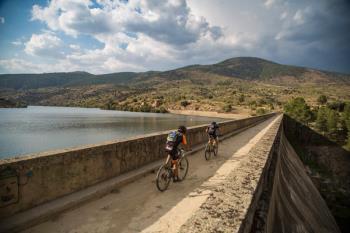 Cuatro policías locales del Grupo Luna de Alcobendas recorrerán más de 770 kilómetros, sin parar, subidos en una bicicleta