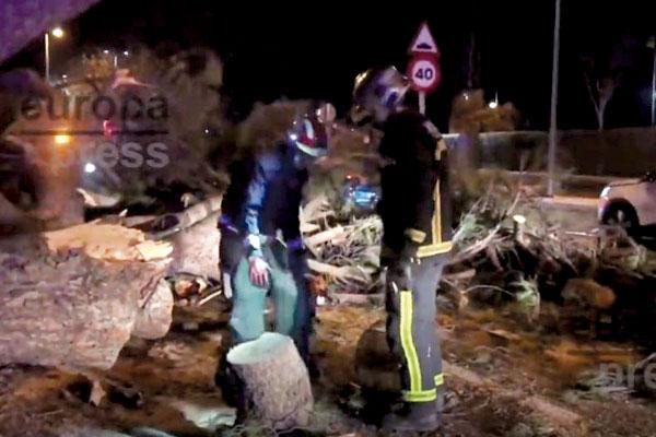 La unidad 112 de la Comunidad de Madrid ha atendido a las dos personas heridas