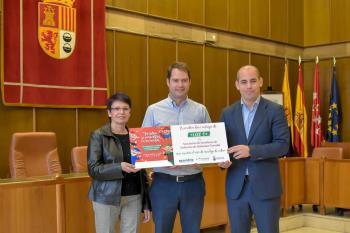 La entidad ha recibido el cheque por la campaña de reciclaje de vidrio puesta en marcha durante las Mágicas Navidades