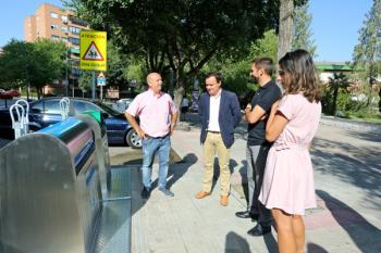El municipio de Coslada está renovando los contenedores soterrados de papel, cartón y vidrio