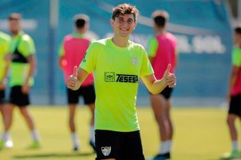 El joven jugador llega cedido desde el Málaga hasta final de temporada